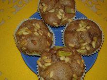 Babeczki rabarbarowe z kakao i piniami