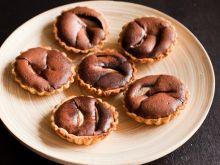 Babeczki z gruszkami w musie czekoladowym