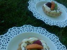 Babeczki z kremem budyniowym i owocami 2