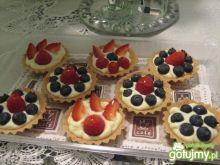 Babeczki z kremem i owocami 3