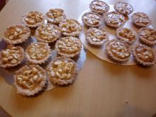 Babeczki z orzechami  w masie karmelowej