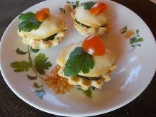 Babeczki ze szpinakiem i wędzonym serem