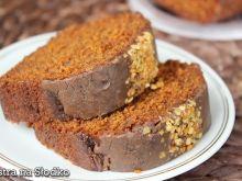 Babka karmelowa z czekoladą i prażonymi orzeszkami