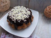 Babka na białkach z polewą czekoladową