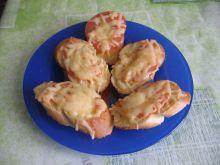 Bagietka zapiekana z pomidorem i serem