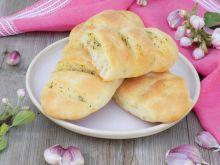 Bagietki czosnkowe z mąką krupczatką i lubczykiem