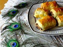Bakaliowe ciastka z ciasta francuskiego