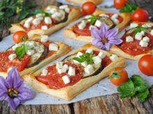 Bakłażan i pomidory w cieście francuskim