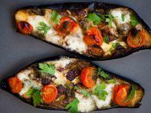 Bakłażan pieczony z mozzarellą pomidorkami i pesto