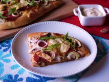 Bałkańska pizza z salami