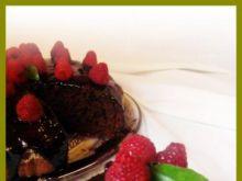 Bananowo-czekoladowe ciasto z malinami