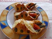 Bety z szparagami i pomidorem