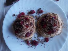 Bezowe babeczki z kremem czekoladowym i żurawiną