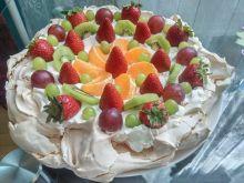 Bezowy tort migdałowy z owocami