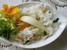 Biała rzodkiew z owocami :