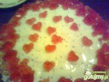 Biało-czerwone ciasto z mango
