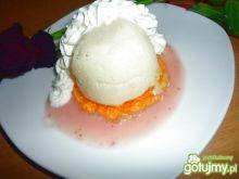 Biały deser z galaterką