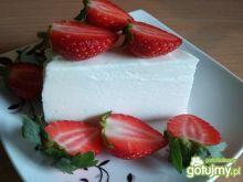 Biały obłoczek z truskawkami