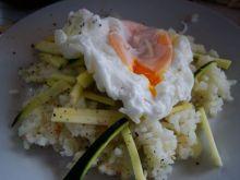 Biały ryż z podsmażaną cukinią