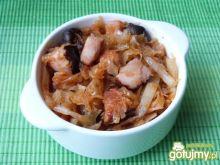 Bigos z grzybami, mięsem i szynką