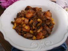 Bigosik z pieczarek, cebuli, parówek i kukurydzy