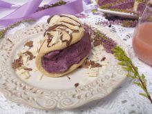 Biskwity z kremem jagodowym i czekoladą