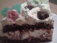 Biszkopt czekoladowy z masą krówkową