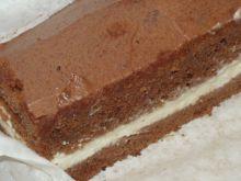 Biszkopt kakaowy z bitą śmietaną
