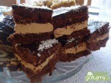 Biszkopt kakaowy z masą krówkową