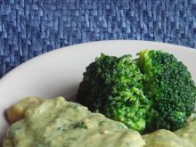 Bitki schabowe w sosie brokułowo-serowym