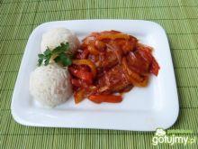 Bitki wołowe w cebulowo-paprykowym sosie