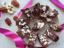 Blok czekoladowy z orzechami i biszkoptami