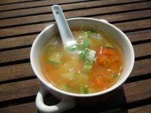 Błyskawiczna zupa z cukinią