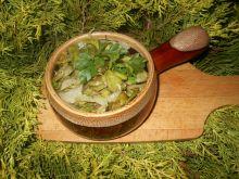 Bób z cebulą i natką pietruszki