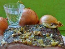 Boczek pieczony z cebulą i żubrówką