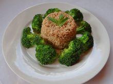 Brązowy ryż z brokułem