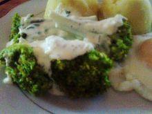 Brokuł pod czosnkowo ziołową pierzynką