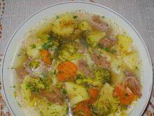 Brokułowa z ziemniakami na rosole :
