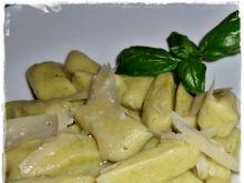 Brokułowe kopytka z masłem i parmezanem