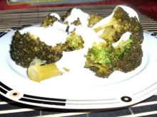 Brokuły w sosie czosnkowym