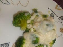 Brokuły z sosem czosnkowo-koperkowym