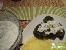 Brokuły z sosem jogurtowo-cebulowym