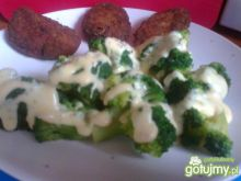 Brokuły z sosem serowym - dwa smaki