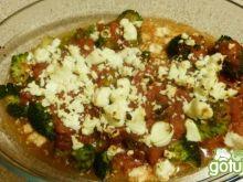 Brokuły zapiekane z pomidorami i fetą