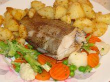 Brotula pieczona w soli morskiej z warzywami