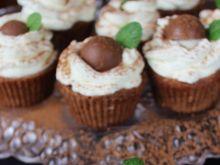 Brownie cupcakes z kremem pralinowym