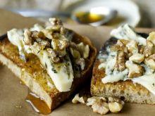 Bruschetta z gorgonzolą i orzechami włoskimi