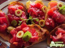 Bruschetta z oliwkami i pomidorami