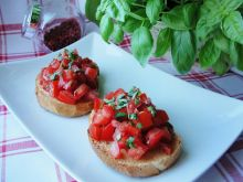 Bruschetta z pomidorami i czosnkiem