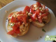 Bruschetta z pomidorami i mocarellą